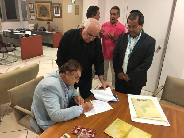 Prefeitura de Parnaíba se filia à APPM e concede honraria a presidente da instituição