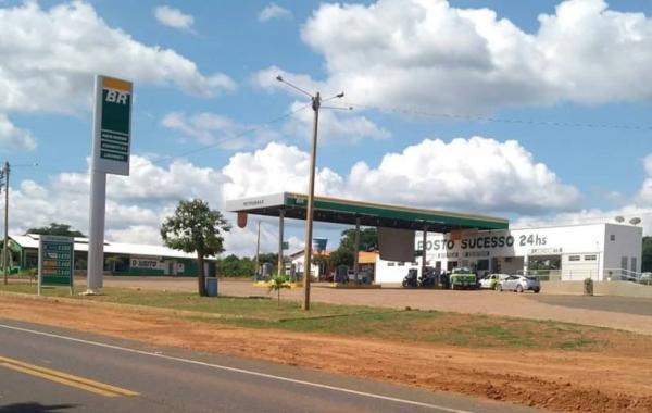 Com refém preso no porta-malas, criminosos assaltam posto de combustíveis na BR 316 em Barro Duro
