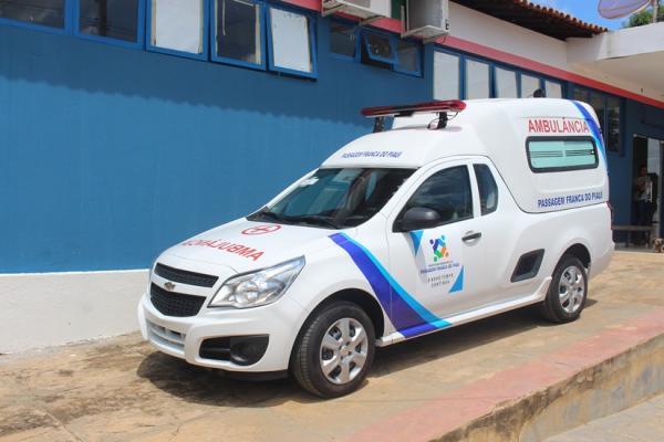 Prefeito Lan faz entrega de nova ambulância em Passagem Franca do Piauí