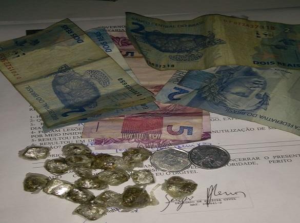 Homem é preso pela Polícia Militar vendendo drogas em Agricolândia