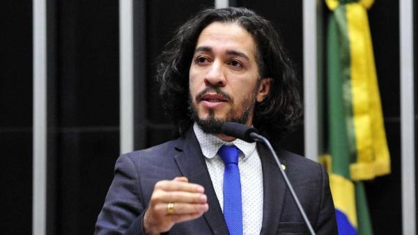 Após receber ameaças, deputado Jean Wyllys desiste de ser deputado e deixa o Brasil