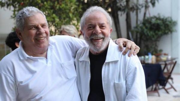 Ex-presidente Lula ao lado do irmão Vavá (Imagem: Divulgação)