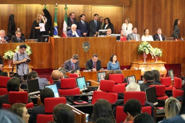 Deputados estaduais tomam posse na Assembleia Legislativa do Piauí