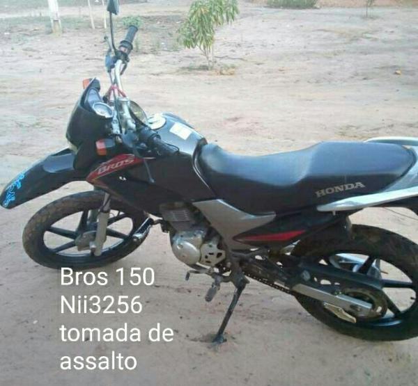 Dupla armada assalta posto de combustíveis em São Gonçalo do Piauí e rouba moto durante a fuga