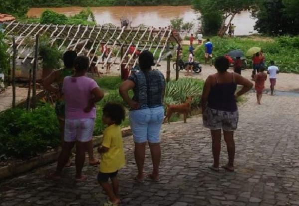 Corpo de Bombeiros é acionado após criança de 5 anos cair e desaparecer nas águas do rio Canindé na cidade Amarante