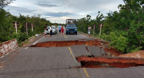 Piauí | Ponte cede após fortes chuvas e rodovia fica totalmente interditada