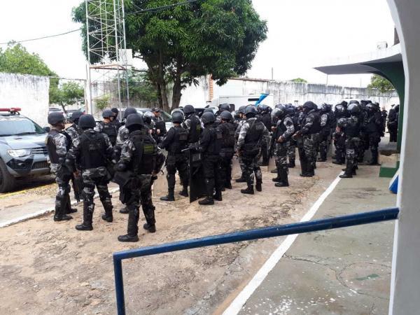 Operação apreende armas, drogas e celulares em presídio de Teresina