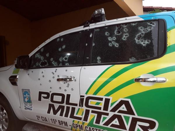 Bandidos metralham viaturas da PM e arrombam banco em Castelo do Piauí