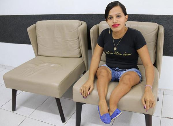 Ossos de vidro | Mulher com doença rara pede ajuda para conseguir cadeira de rodas