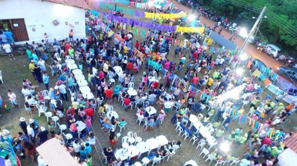 Foliões lotam o tradicional Carnaval do Brejão em Barro Duro; veja imagens