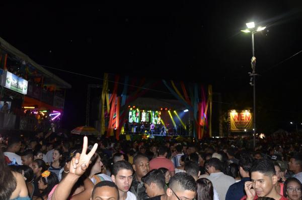 Terceira noite de carnaval em Água Branca (Imagem: Valdomiro Gomes/CANAL 121)