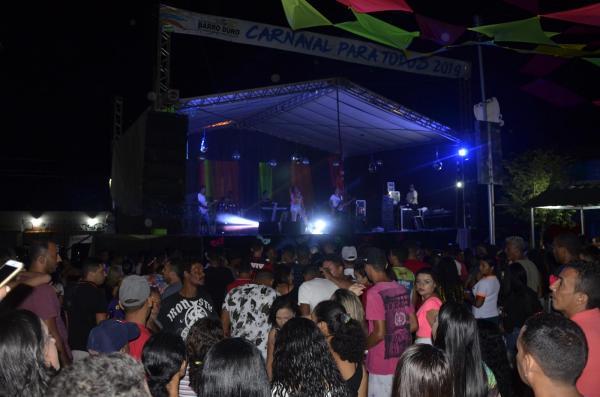 Rosa Xote levanta o público na terça-feira de carnaval em Barro Duro