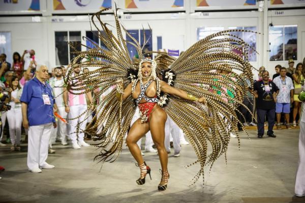Com Esperança Garcia no enredo, Mangueira é campeã das escolas no Rio
