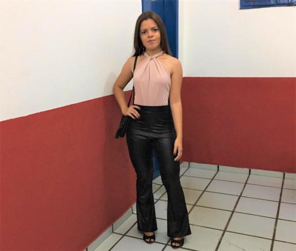 Jovem empreendedora se destaca nas redes sociais na cidade de Passagem Franca do Piauí