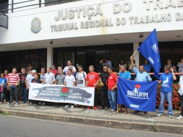 Sindicatos protestam contra reformas do governo Temer em Teresina