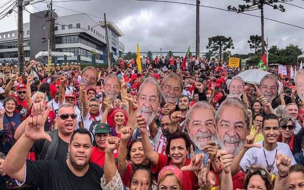 Wellington Dias participa de ato pela liberdade de Lula em Curitiba