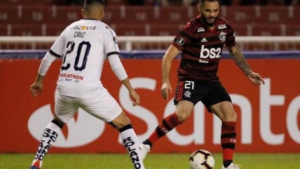 Flamengo joga mal, leva virada da LDU em Quito, mas ainda depende de um empate para avançar na Libertadores