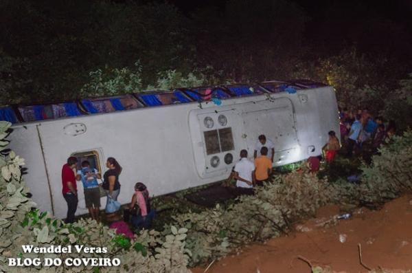 Ônibus com sacoleiros capota e deixa mais de 40 feridos em rodovia do norte do Piauí