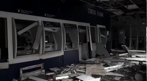 Caixas eletrônicos foram arrombados com explosivos em assalto duplo em Campo Maior, no Piauí (Imagem: Divulgação-Walter Júnior/ TV Clube)