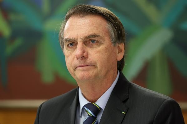 Bolsonaro assina decreto com novas regras sobre uso de armas e munições