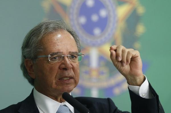 Governo vai cortar 10% em tarifas de importação em quatro anos, diz Guedes
