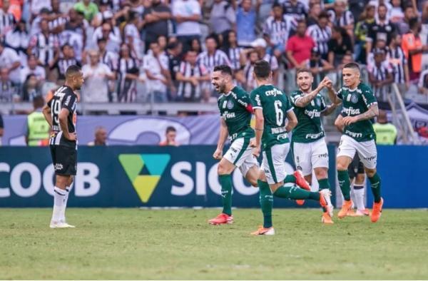 Palmeiras vence Atlético-MG com gols de Bruno Henrique e lidera