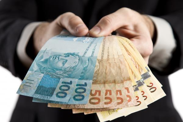 Governo propõe salário mínimo de R$ 979 para o próximo ano; veja detalhes