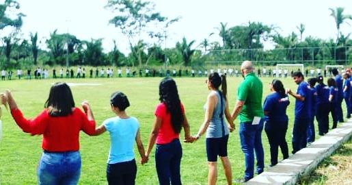 Servidores e Alunos do IFPI/Campus Angical realizam abraço simbólico contra os cortes na educação