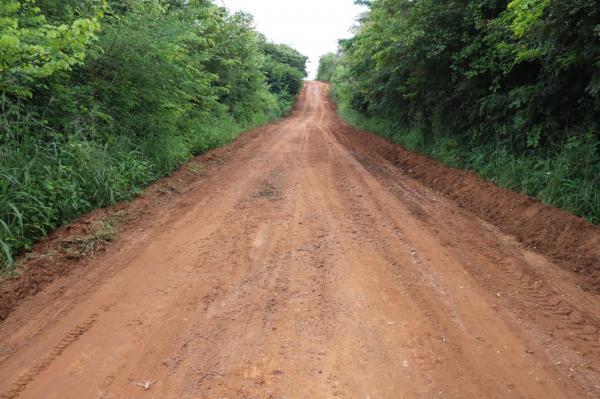 Prefeitura de Água Branca intensifica serviço de recuperação de estradas vicinais