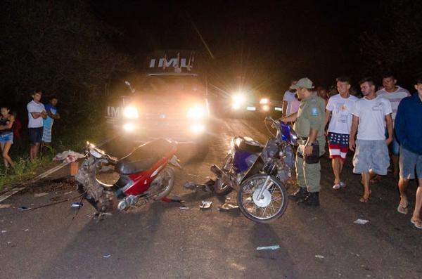 Colisão frontal entre motos deixa dois mortos e um ferido em cidade do Piauí
