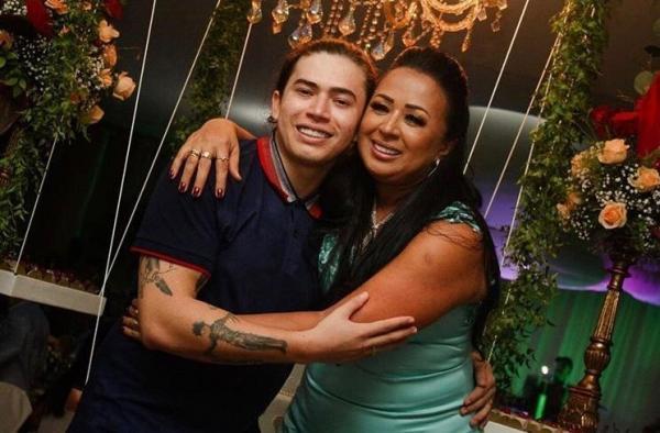 No Piauí, Whindersson reúne a família para festa de aniversário da mãe