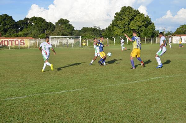 Imagem do jogo entre Água Branca e Angical (Foto: Valdomiro Gomes/CANAL 121)