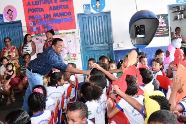 Joel participa do projeto 'Contar e Recontar' da E. M. Getúlio Vargas