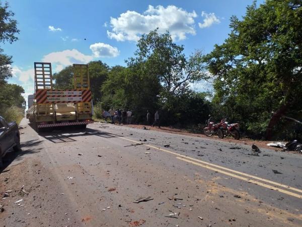 Empresário morre e cantor fica ferido em grave acidente na BR-135, no sul do Piauí