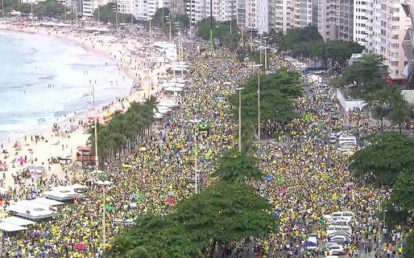 Manifestação em apoio ao presidente Bolsonoro no Rio de Janeiro (Imagem: Divulgação-Globo News)