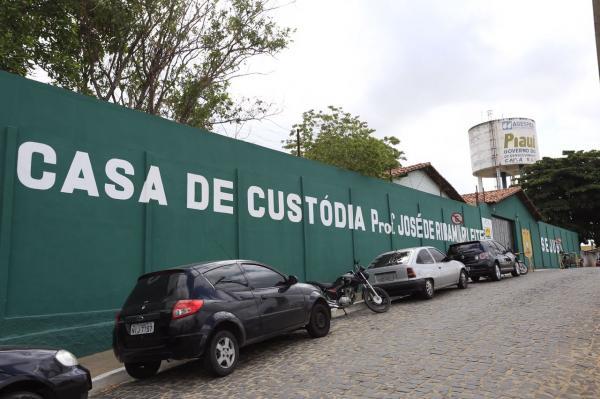 Pais de detento assassinado dentro da Casa de Custódia vão receber R$ 100 mil de indenização