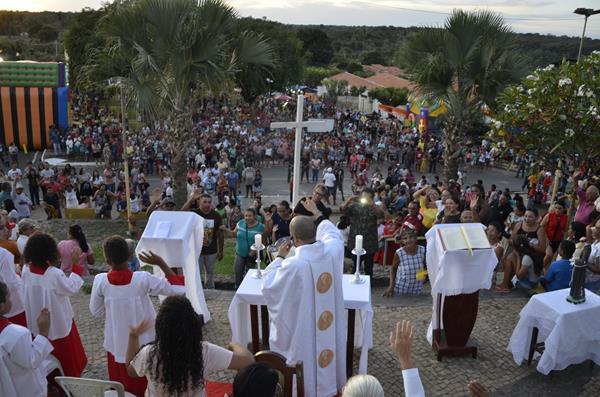 Missa Campal celebrada pelo padre Airton de Maria (Imagem: Valdomiro Gomes/CANAL 121)