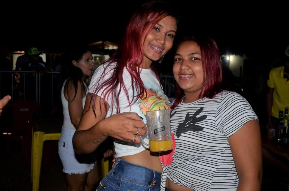 Show de Paulinho Paixão encerra festejos do povoado Santo Antônio; veja imagens