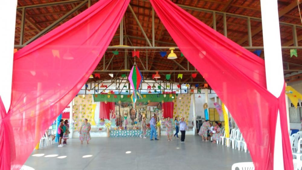 Prefeitura de Regeneração realiza Arraiá do grupo Joias da Vila