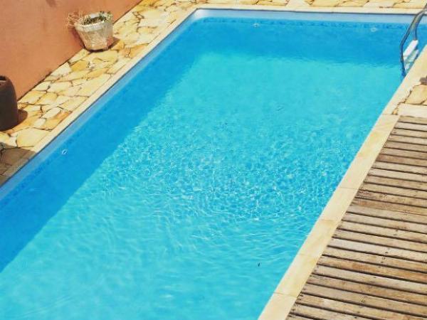 Criança de 2 anos morre após se afogar em piscina na cidade de Floriano
