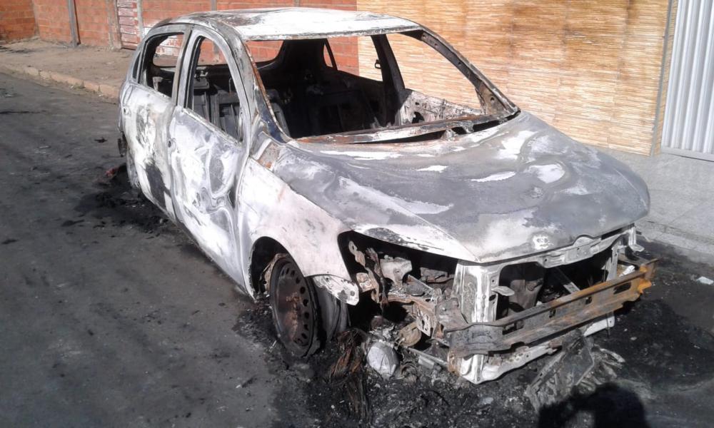 O veículo ficou completamente destruído (Imagem: Divulgação PM)