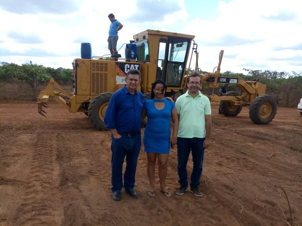 Prefeitura de Lagoa do Sítio constrói mais um campo de futebol na zona rural
