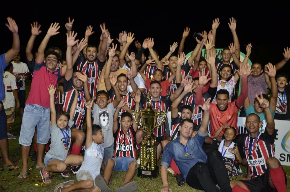 Paulistinha comemora o bicampeonato barrodurense (Imagem: Valdomiro Gomes/CANAL 121)