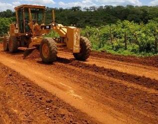 Prefeitura de Lagoa do Sítio intensifica terraplanagem de ruas e estradas vicinais