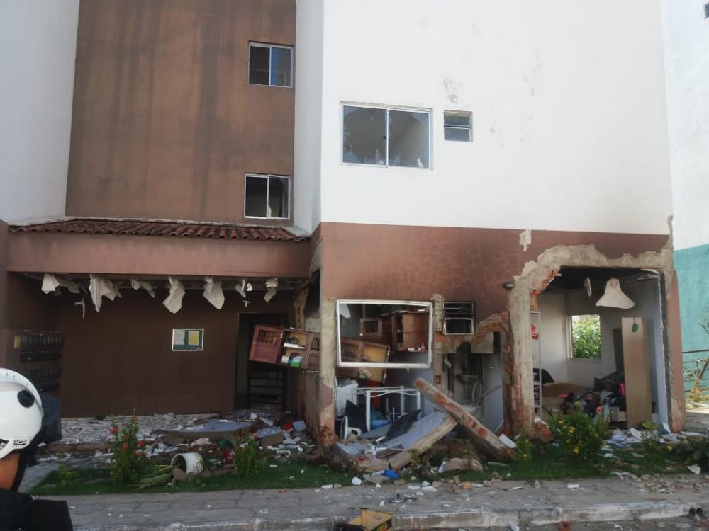A explosão destruiu parte do apartamento (Imagem: Professor Rodrigo Celio)