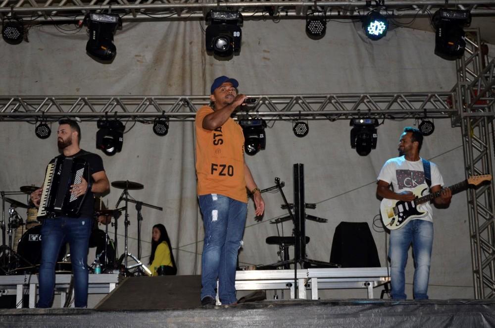 Show de Conde do Forró e Batys Lima encerra festejo da comunidade Baixinha; veja imagens