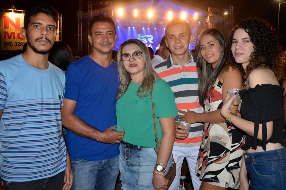 Multidão marca presença no show de encerramento dos festejos de Água Branca; veja imagens