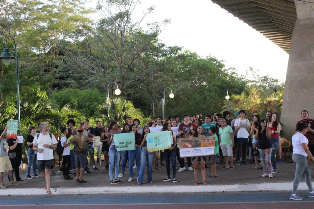 Protesto em defesa da Amazônia na cidade de Teresina (PI) — Foto: Gilcilene Araújo/G1 PI