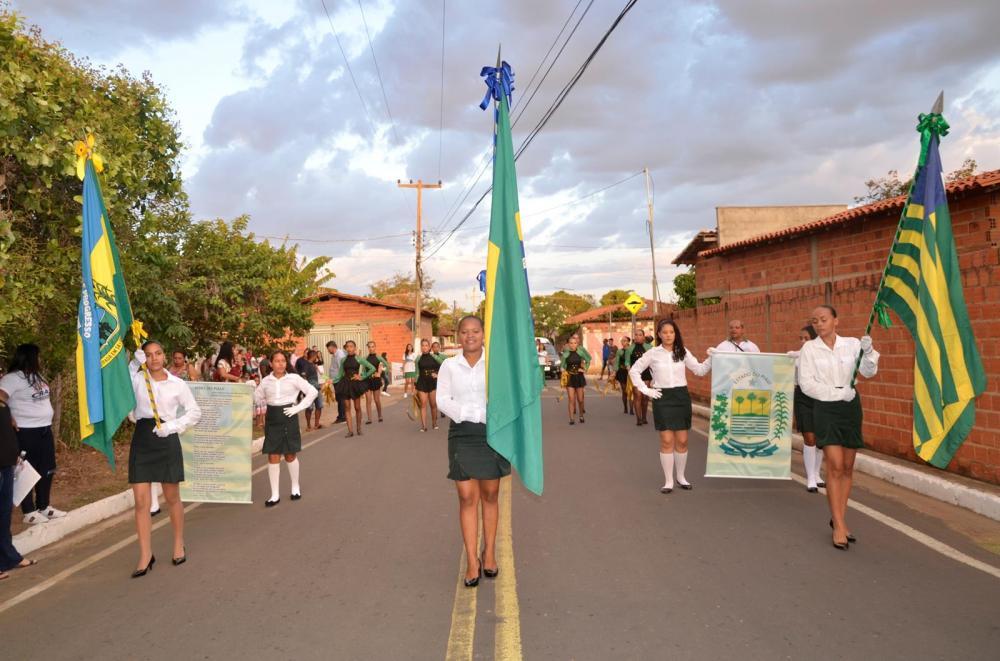 Desfile Cívico em Lagoinha do Piauí (Imagem: Valdomiro Gomes/CANAL 121)