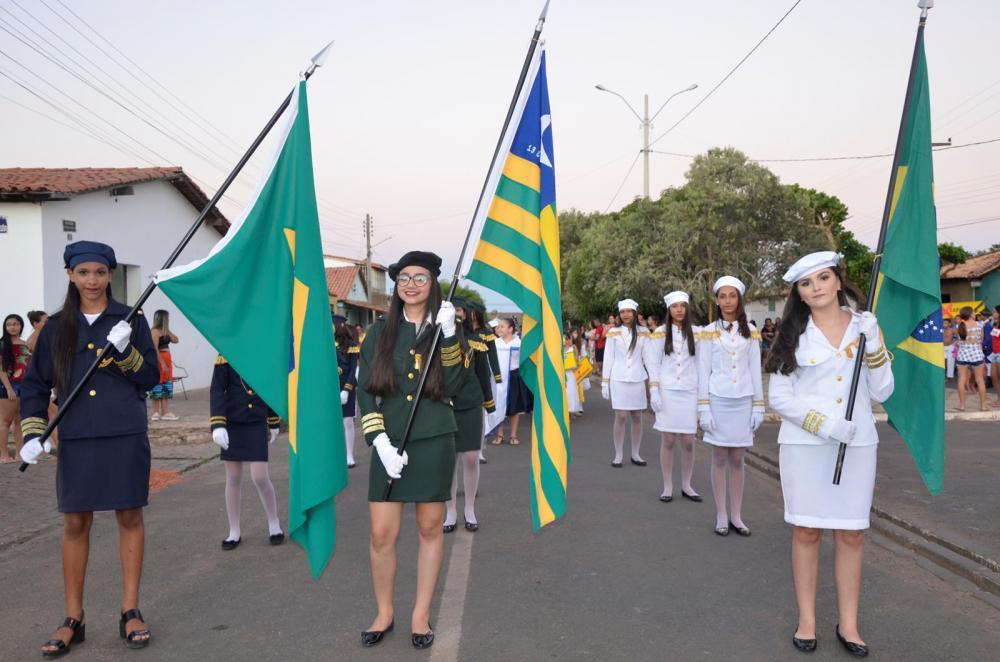 Desfile Cívico de 7 de Setembro em Hugo Napoleão (Imagem: Valdomiro Gomes/CANAL 121)